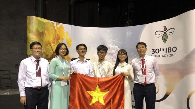 Đội tuyển Việt Nam dự Olympic Sinh học quốc tế lần thứ 30 tại Hungary.