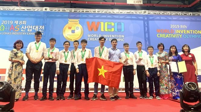 Đoàn Việt Nam dự thi Olympic Phát minh và Sáng chế thế giới (WICO) 2019 - Ảnh: Cổng thông tin điện tử Ngành GD&ĐT Hà Nội.