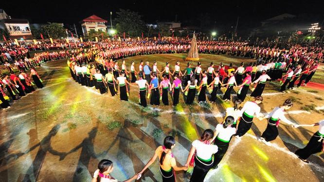 Múa xòe của người Thái