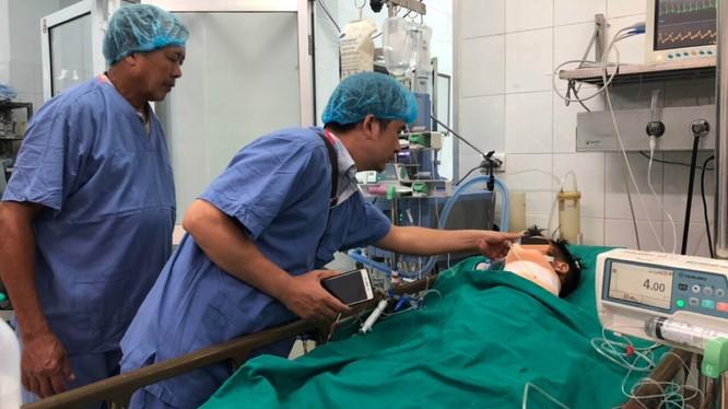Gia đình gặp anh Soái lần cuối trước khi các bác sĩ đưa anh vào phòng mổ thực hiện ca lấy và ghép đa tạng.