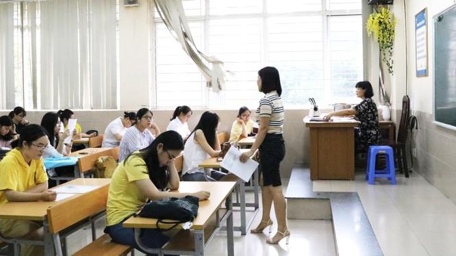 Học sinh trong giờ học