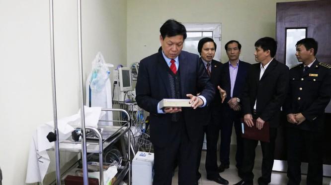 Thứ trưởng Bộ Y tế Đỗ Xuân Tuyên kiểm tra công tác phòng, chống dịch bệnh. Ảnh: Bộ Y tế
