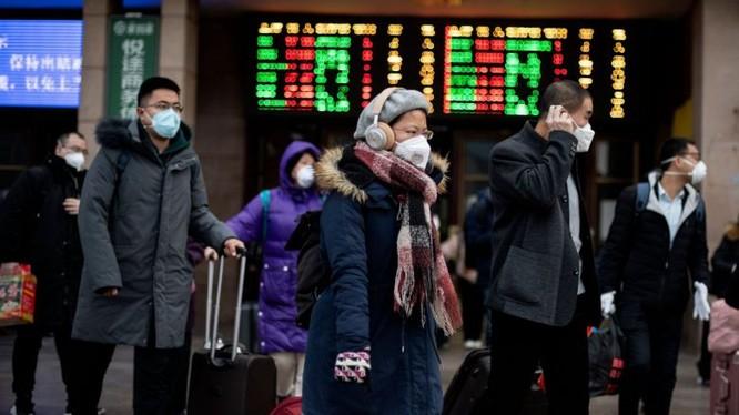 Hành khách tại Ga Bắc Kinh, Trung Quốc. Ảnh: AFP