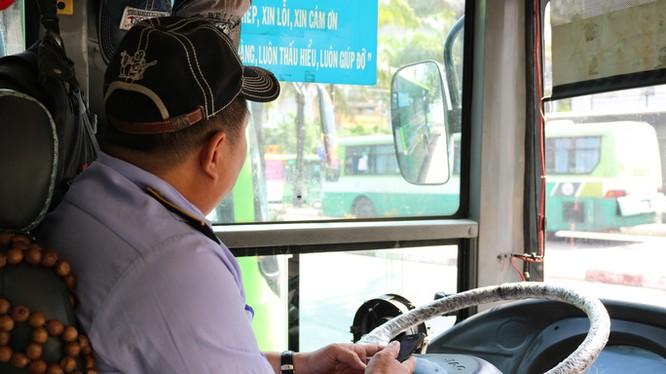 Người điều khiển phương tiện giao thông công cộng cần chú ý chủ động phòng dịch COVID-19. Ảnh: Gia Minh - Hạ Giang