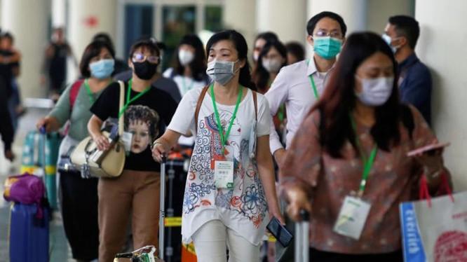 Hành khách nhập cảnh tại sân bay. Ảnh: Reuters