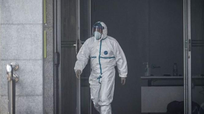 Nhân viên y tế làm việc tại bệnh viện. Ảnh: The Straits Times