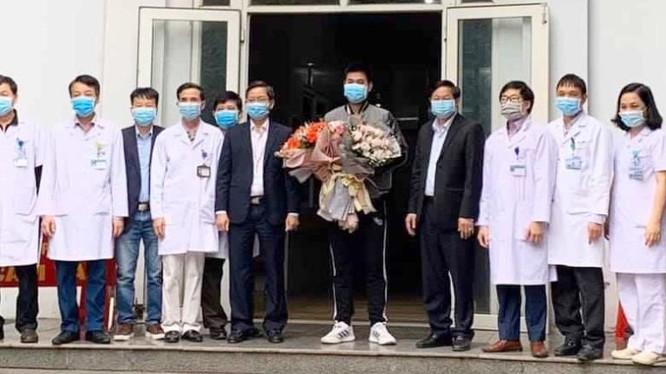 Bệnh nhân thứ 18 mắc COVID-19 tại Việt Nam đã khỏi bệnh và xuất viện. Ảnh: Trọng Kỳ