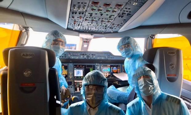 Phi công được trang bị để phòng dịch COVID-19. Ảnh: Internet