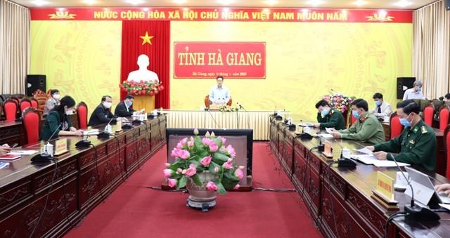 Chủ tịch UBND tỉnh Nguyễn Văn Sơn phát biểu chỉ đạo tại cuộc họp. Ảnh: Nguyễn Đoan
