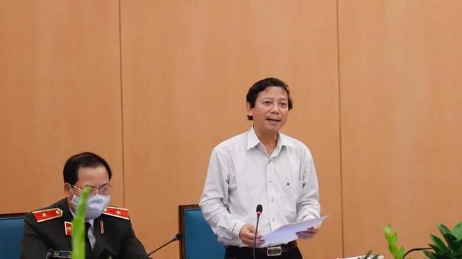 Ông Hoàng Đức Hạnh - Phó giám đốc Sở Y tế Hà Nội (áo trắng). Ảnh: UBND TP. HN