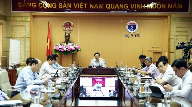 Phó Thủ tướng Vũ Đức Đam chủ trì cuộc họp Ban Chỉ đạo Quốc gia phòng, chống dịch COVID-19. Ảnh: Đình Nam