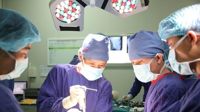 Kíp phẫu thuật cho bệnh nhân (Ảnh: BVCC)