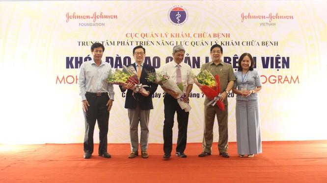 Thứ trưởng Bộ Y tế Nguyễn Trường Sơn khai mạc khóa đào tạo quản lý bệnh viện (Ảnh: Lê Hảo)