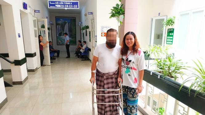 Bệnh nhân đi lại bình thường sau phẫu thuật (Ảnh: Bệnh viện Hữu nghị Việt Đức)