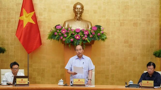 Thủ tướng Nguyễn Xuân Phúc chủ trì cuộc họp Thường trực Chính phủ về phòng, chống dịch COVID-19 (Ảnh: VGP/Quang Hiếu)