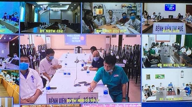 Tiểu ban Điều trị, Ban chỉ đạo Quốc gia phòng, chống dịch COVID-19 hội chẩn trực tuyến về bệnh nhân mắc COVID-19 (Ảnh: Lê Hảo)