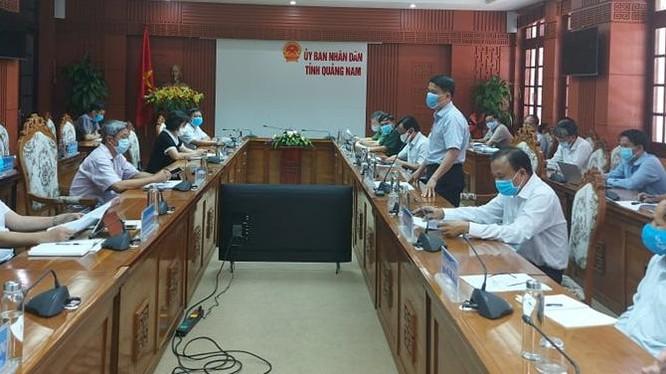 Thứ trưởng Bộ Y tế Nguyễn Trường Sơn làm việc với UBND tỉnh Quảng Nam (Ảnh: Anh Văn)
