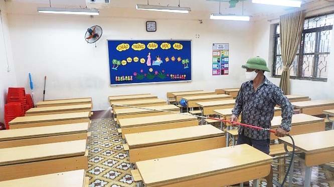 Trường học phun khử khuẩn (Ảnh: Duy Tuân - nguồn: SYT Hà Nội)