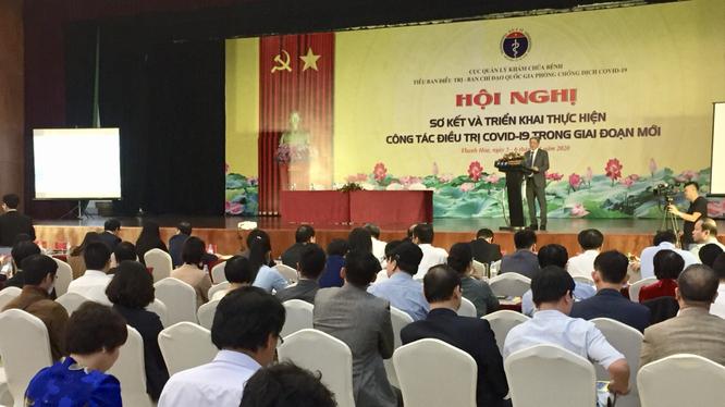 Thứ trưởng Bộ Y tế Nguyễn Trường Sơn phát biểu tại hội nghị sơ kết và triển khai thực hiện công tác điều trị COVID-19 trong giai đoạn mới (Ảnh: Lê Hảo)