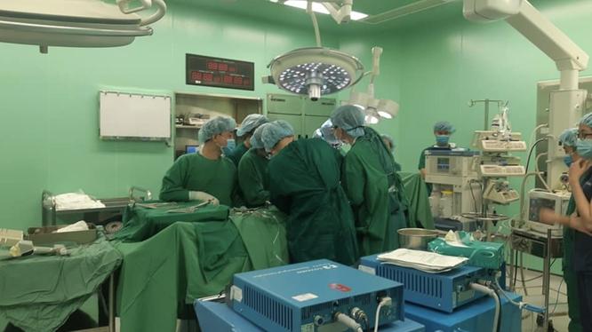Các bác sĩ phẫu thuật ghép tạng tại Bệnh viện Bà Rịa (Ảnh: TTĐP Ghép tạng Quốc gia)