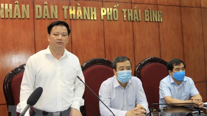 Chủ tịch UBND tỉnh, Trưởng Ban chỉ đạo phòng, chống dịch COVID-19 tỉnh Thái Bình Nguyễn Khắc Thận phát biểu chỉ đạo cuộc họp (Ảnh -Thế Duyệt)