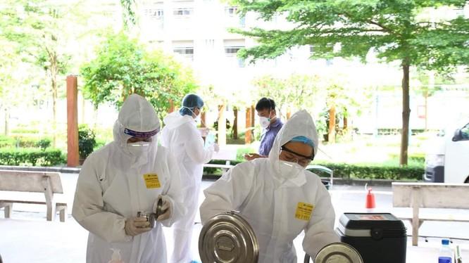 Nhân viên y tế chuẩn bị tiêm vaccine phòng COVID-19 (Ảnh - BYT)
