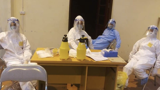 Nhân viên y tế chống dịch ở Bắc Ninh (Ảnh - Cao Tuân)