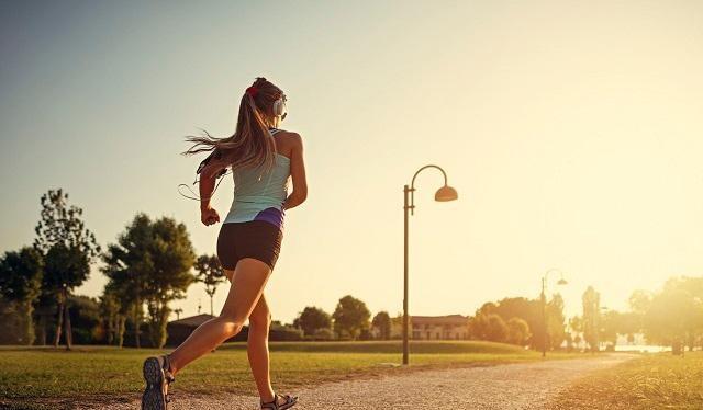 Tập thể dục mang lại nhiều lợi ích cho sức khoẻ (Ảnh minh hoạ)