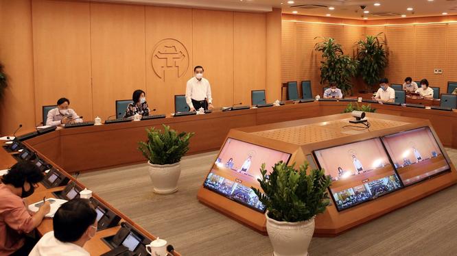 Ông Chu Ngọc Anh – Chủ tịch UBND TP. Hà Nội - chỉ đạo tại cuộc họp (Ảnh - Thọ Dương)