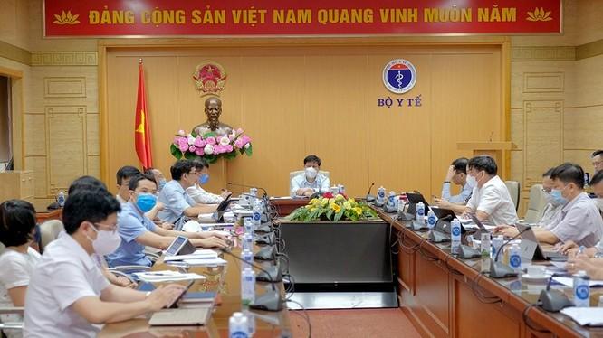 Bộ trưởng Bộ Y tế họp khẩn với Bộ phận thường trực của Bộ Y tế hỗ trợ TP. Hồ Chí Minh để phòng, chống dịch COVID-19 (Ảnh - Trần Minh)