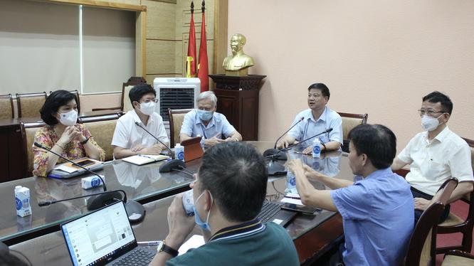 GS.TS. Nguyễn Văn Kính chủ trì họp Hội đồng chuyên môn cập nhật hướng dẫn chẩn đoán và điều trị COVID-19 (Ảnh - BYT)