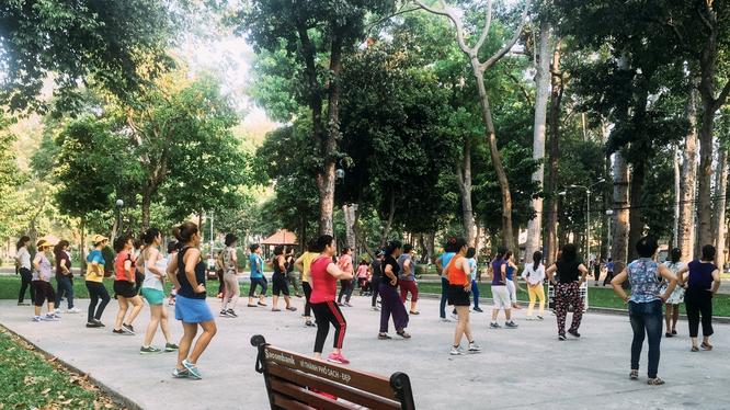 Người dân tập thể dục ở công viên (Ảnh - VL)