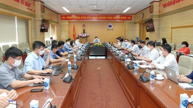 Bộ trưởng Bộ Y tế Nguyễn Thanh Long họp với Bộ phận thường trực đặc biệt của Bộ Y tế tại TP. HCM vào sáng nay, ngày 9/7 (Ảnh - Trần Minh)