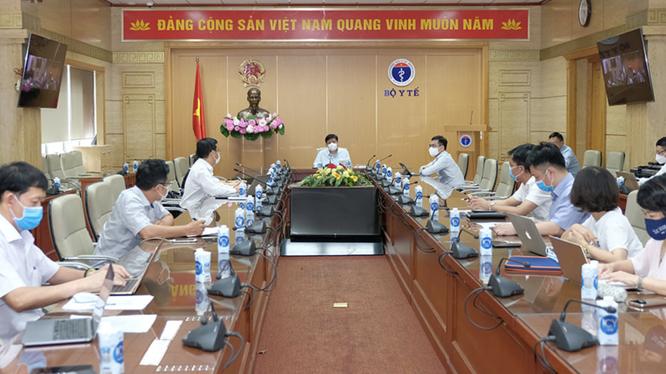 Bộ trưởng Bộ Y tế Nguyễn Thanh Long chỉ đạo cuộc họp (Ảnh - Trần Minh)