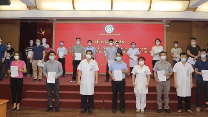 21 chiến sĩ áo trắng của Bệnh viện Bạch Mai vào TP. HCM chống dịch COVID-19 (Ảnh - BVCC)