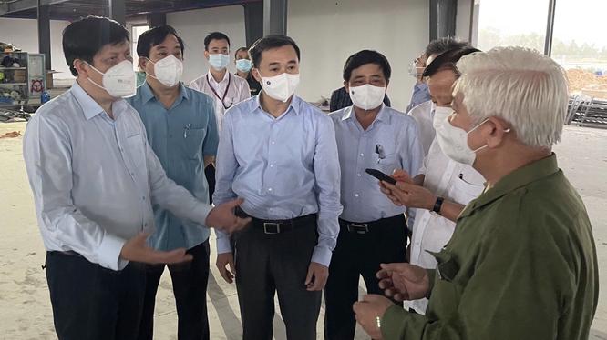 Bộ trưởng Bộ Y tế Nguyễn Thanh Long cùng khảo sát địa điểm xây dựng Trung tâm ICU quy mô 500 giường (Ảnh - Thái Bình)
