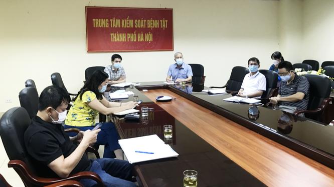 Lãnh đạo Sở Y tế Hà Nội họp trực tuyến cùng CDC Hà Nội và một số đơn vị trọng điểm để triển khai công tác lấy mẫu xét nghiệm COVID-19 cho những đối tượng nguy cơ cao (Ảnh - SYT HN)