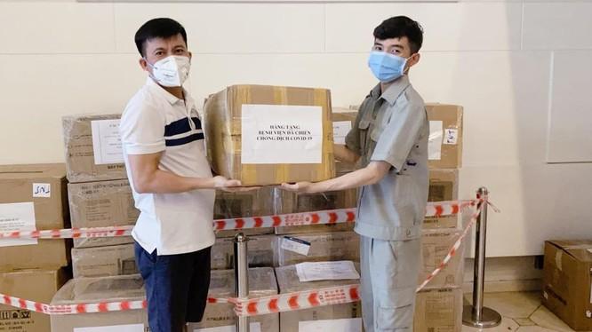 Nhiều nhà hảo tâm tài trợ thiết bị y tế cho bệnh viện (Ảnh - BVCC)