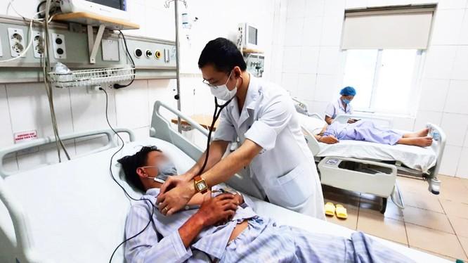 Bệnh nhân mắc liên cầu lợn đang được điều trị ở Bệnh viện Bệnh Nhiệt đới Trung ương (Ảnh - Đặng Thanh)