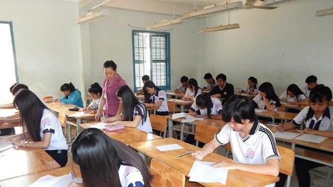Đề thi Ngữ văn bị lộ khiến hàng ngàn học sinh dừng thi (Ảnh minh họa)