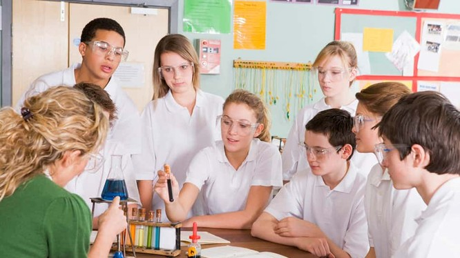 Khoa học Tự nhiên là môn học bắt buộc trong chương trình giáo dục phổ thông (Ảnh: Gettingsmart.com)