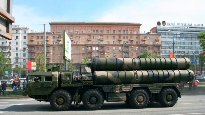 Hệ thống phòng thủ tên lửa đất đối không S-300PM.
