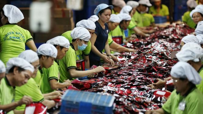 Cả doanh nghiệp Mỹ và Trung Quốc đều nói rằng chiến tranh thương mại khiến họ bị mất thị phần vào các công ty Việt Nam. (Ảnh: Nikkei)