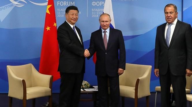 Tổng thống Nga Vladimir Putin và Chủ tịch Trung Quốc Tập Cận Bình tại Diễn đàn Kinh tế Phương Đông EEF 2018.
