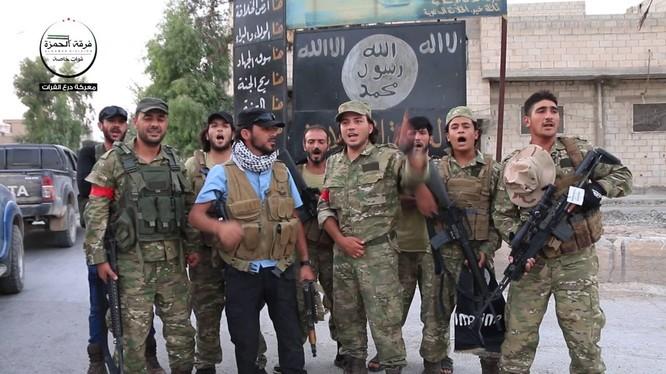 Những binh sĩ thuộc sư đoàn Hamza từng được Mỹ huấn luyện tại thành phố Jarabulus.
