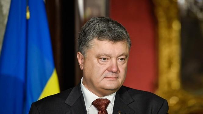 Tổng thống Poroshenko đã ra lệnh cấm người Nga ở độ tuổi tòng quân được nhập cảnh vào Ukraine.