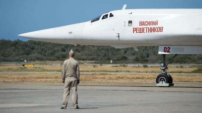 Máy bay ném bom chiến lược Nga Tupolev Tu-160 tại Venezuela.
