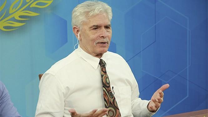 Tiến sĩ Terry Buss nguyên Hiệu trưởng Trường Chính sách Công, ĐH Carnegie Mellon, thành viên Hội đồng quốc gia Mỹ.