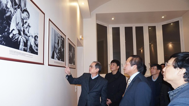 http://mic.gov.vn/Upload/TinTuc/Chuyen_muc_Tieng_Viet/TinTucSuKien/Tin_hoat_dong_cua_Bo/20161127-m3.jpg