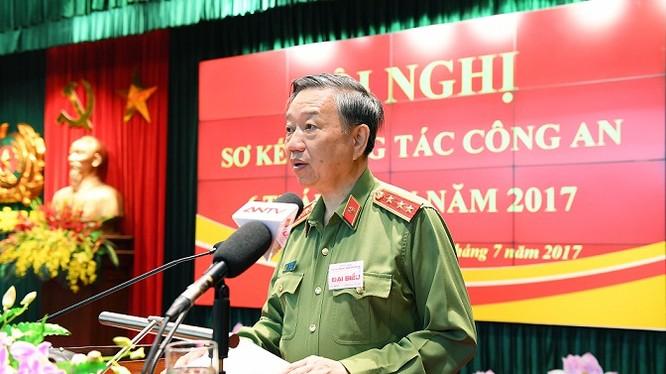 Bộ trưởng Tô Lâm phát biểu chỉ đạo tại Hội nghị sơ kết công tác Công an 6 tháng đầu năm 2017.